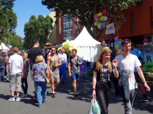 Motzstrasse with many visitors of the Lesbian and Gay City Festival and the CO-WC information booth.